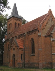 Kirche Minzow vor der Turminstandsetzung